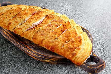 Хлебные ломтики с ветчиной и грибами