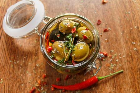 Оливки и маслины маринованные