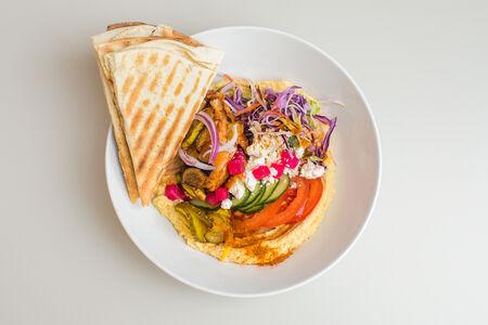 Хумус с кебабом из курицы