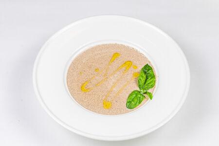 Крем-суп из лесных грибов с трюфельным маслом