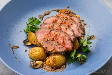 Ростбиф с бэби картофелем и грибами