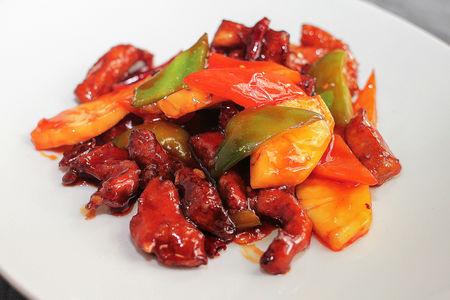 Свинина жареная, с ананасами и овощами в кисло-сладком соусе