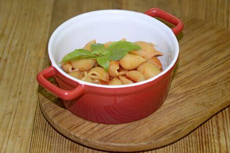 Макарошки с сыром и томатным соусом