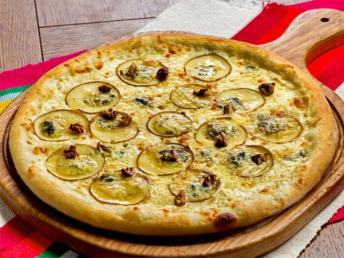 Пицца с грушей и сыром Блю-чиз