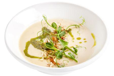 Крем-суп из сельдерея и пастернака с миндалем