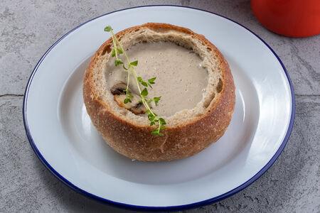 Крем-суп грибной в зерновом хлебе