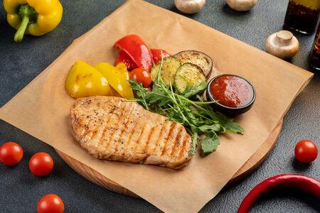 Цыпленок гриль с овощами
