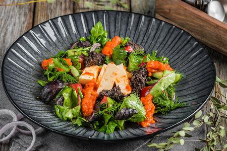 Салат с домашним сыром и ароматным соусом