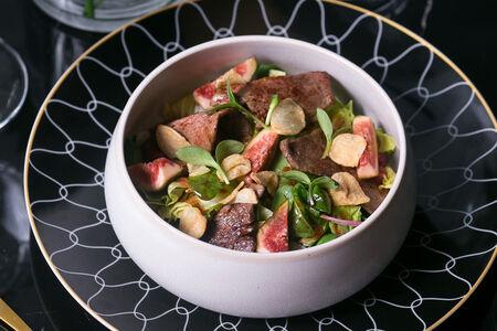 Салат с инжиром итендерлоином