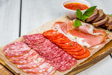 Ассорти итальянских колбас