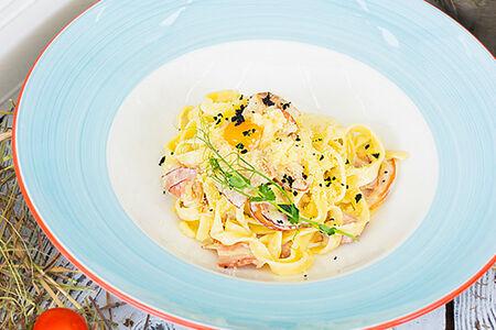 Спагетти с беконом и яйцом