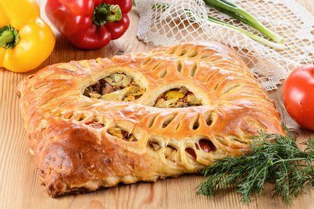 Пирог с овощами на гриле и курицей