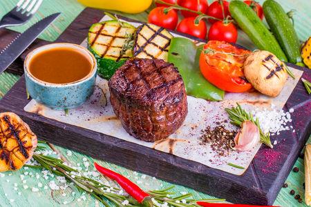 Филе Миньон с овощами гриль
