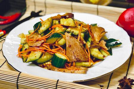 Салат из рульки с битым огурцом