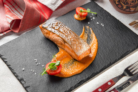 Стейк из лосося на гриле