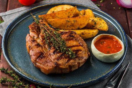 Свиная корейка с картофелем по-домашнему