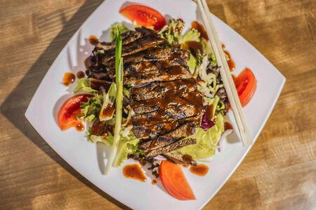 Салат из стейка Терияки