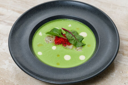 Крем-суп из молодого горошка с гребешком