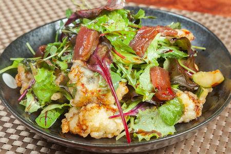 Салат с баклажанами и маринованным тунцом