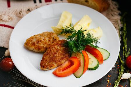 Котлетки куриные с картофельным пюре