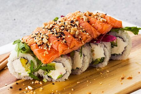 Татаки ролл с лососем