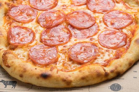 Пицца с колбасой чоризо