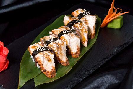 Набор классических суши с угрем