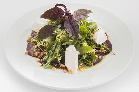 Салат со свеклой и мягким творожным сыром