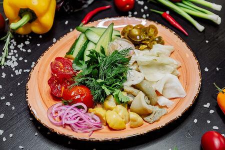 Погребок из овощей собственного посола