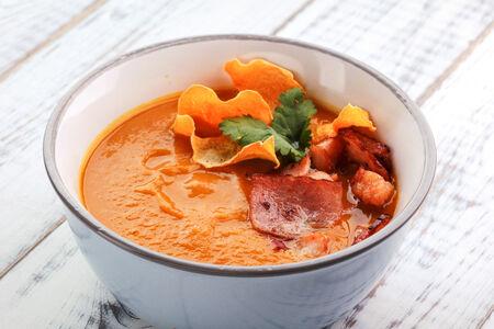 Крем-суп из тыквы с пастой карри
