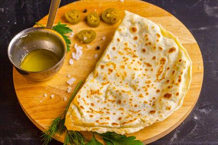 Лепешка острая с сыром и зеленью