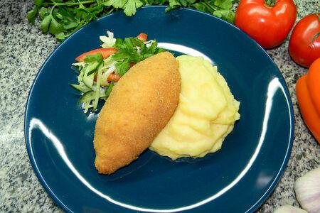 Котлета по-киевски с картофельным пюре