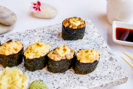 Запеченные суши угорь