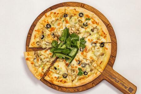 Пицца с курицей, грибами и артишоками