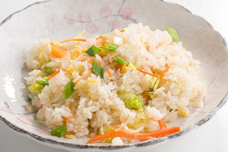 Рис с овощами, зеленым луком и кинзой