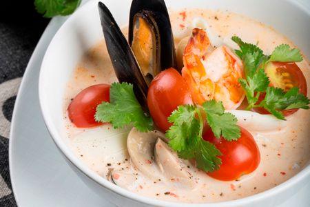 Том-ям с морепродуктами