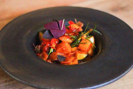 Овощной рататуй в томатном соусе