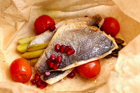 Филе дорадо с овощами в пергаменте