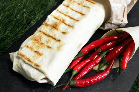 Люля-кебаб из баранины с овощами в лаваше