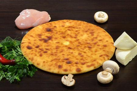 Осетинский пирог с курицей, осетинским сыром и грибами