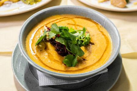 Суп-пюре Чечевичный с говядиной и хрустящим говяжьим беконом