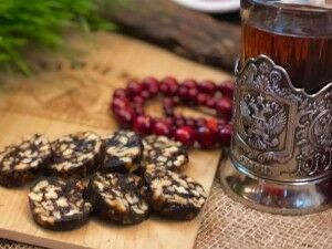Рулет из чернослива с орехами