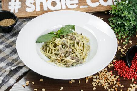 Спагетти с телятиной и фисташками