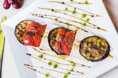 Теплый салат с брынзой и баклажанами