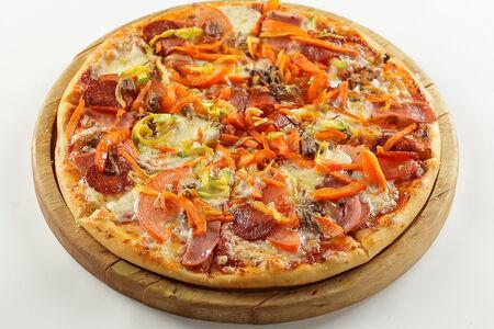 Пицца с мясом и жареными овощами