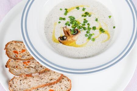 Крем-суп грибной с трюфельным маслом