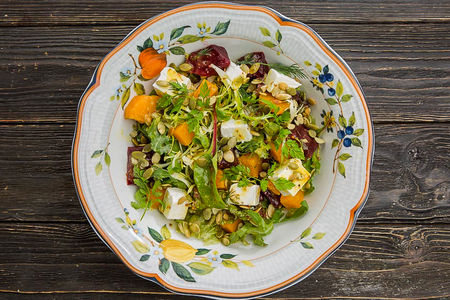 Салат с печеной тыквой и свеклой