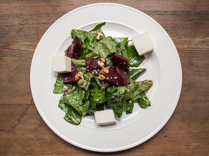 Салат с томленой свеклой