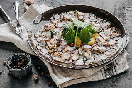 Карпаччо из осьминога с картофелем черри