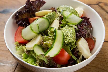 Салат с зеленой гурульской аджикой